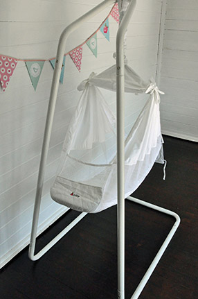 Amby-hammock-with-bunting